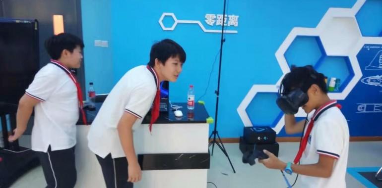 《Space Studio》VR艺术课在上海徐汇区田林三中开课